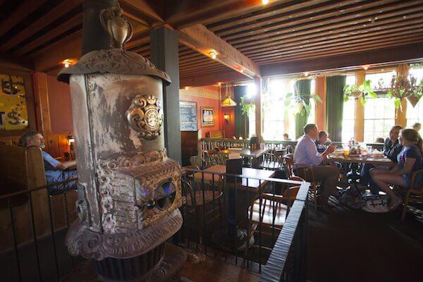 bendmag_web_best-family-restaurants_mcmenamins_kathleen-nyberg_006_600x400