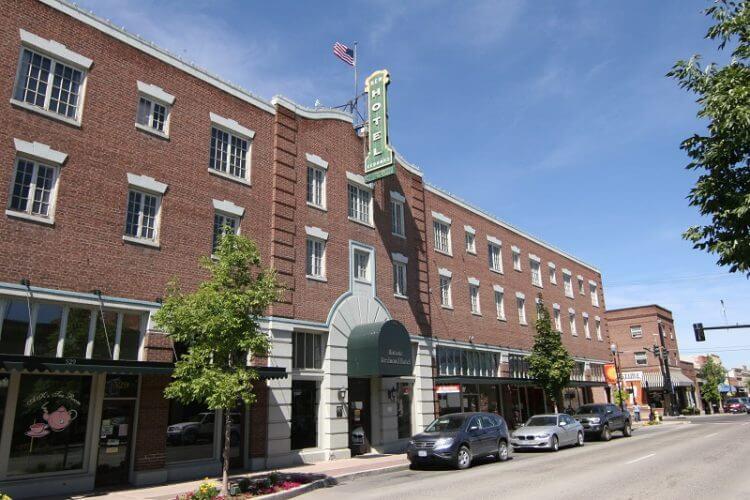 Historic Redmond Oregon Hotel